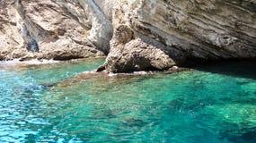 Ensenada en el mar Mediterráneo Foto de archivo libre de regalías