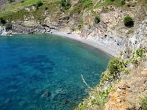 Ensenada mediterránea en costa bermellona Imagen de archivo libre de regalías