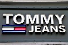 Ensign ενός καταστήματος ιματισμού του Tommy Hilfiger στοκ εικόνες