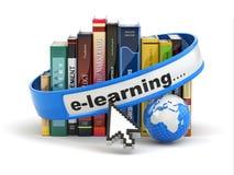 Ensino electrónico. Livros e terra no fundo branco. Imagem de Stock
