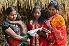 Ensino para adultos em India rural Foto de Stock