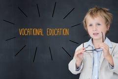 Ensino profissional contra a estudante e o quadro-negro foto de stock royalty free