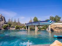 Enskenig järnvägbilar, Disneyland Kalifornien royaltyfri foto