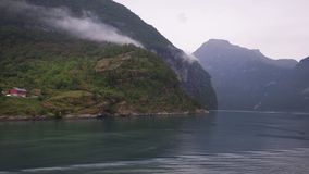 Enslig del av den Geiranger byn, på slutet av denskyddade Geiranger fjorden, Norge royaltyfri foto