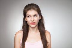 Ensuciada muchacha que muerde sus labios foto de archivo libre de regalías