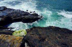 Entaille rocheuse le long de côte de l'Orégon image libre de droits