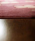 Entarimado de la alfombra y de madera foto de archivo libre de regalías