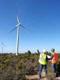 Entdeckung von Installationswindkraftanlagen stockfotos