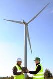 Entdeckung von Installationswindkraftanlagen stockbilder