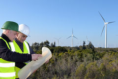 Entdeckung von Installationswindkraftanlagen lizenzfreie stockbilder
