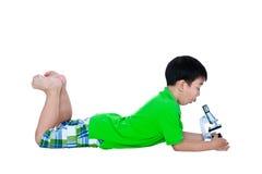 Ente completo del bambino asiatico osservato con un biologica del microscopio Fotografia Stock