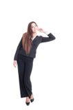 Ente completo di giovane donna di affari che si appoggia qualcosa Fotografia Stock Libera da Diritti