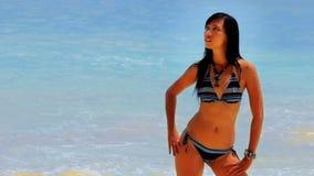 ente perfetto sexy alla spiaggia stock footage