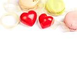 Entend et fond de valentine d'isolement par bonbons Photos libres de droits