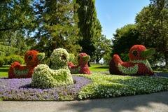 Entenstatuen machten von den Blumen in Mainau-Insel nahe Stadt von Konstanz stockfotos