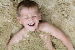 Enterré dans le sable Photographie stock libre de droits