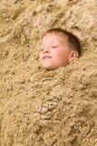 Enterré dans le sable Photos stock