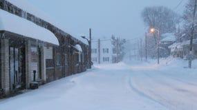 Enterrado adentro sobre 2 pies de nieve imagen de archivo libre de regalías