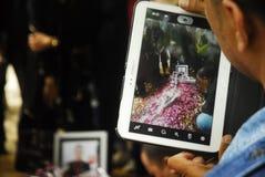 ENTERREMENT DE VICTIME D'ACCIDENT DE VOL D'AIRASIA Photo libre de droits