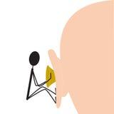 Entfernen des ausgewirkten Ohrenschmalzes Stockbild