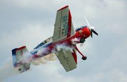Entfernen Sie das Sportflug Flugzeug Yak-54 Stockbild