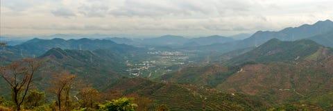Entfernte Berge im Herbst Stockbild