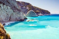 Entfernte Felsen Strandes Porto Katsiki Griechenland Stockfotografie