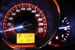 Entfernungsmesser-Geschwindigkeit in meinem Auto Lizenzfreie Stockbilder