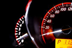 Entfernungsmesser-Geschwindigkeit in meinem Auto Lizenzfreies Stockfoto