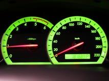 Entfernungsmesser-Geschwindigkeit in meinem Auto Stockfotografie