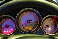 Entfernungsmesser-Geschwindigkeit in meinem Auto Lizenzfreies Stockbild