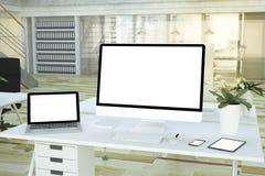 entgegenkommende Geräte auf Studio lizenzfreies stockfoto