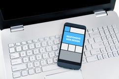 Entgegenkommendes Webdesign auf tragbaren Geräten Lizenzfreies Stockfoto