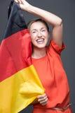 Enthusiastische patriotische Frau mit der deutschen Flagge Lizenzfreie Stockfotografie