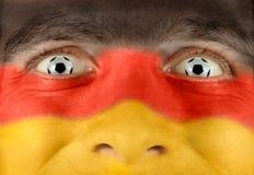 Enthusiastisches deutsches Fußbalgebläse Stockfotografie