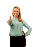 Enthusiastisches Geben der jungen Frau Daumen oben Lizenzfreies Stockbild