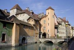 Entlang dem Kanal Annecy, Frankreich Stockbilder