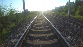 Entlang den Eisenbahnlinien stock video footage
