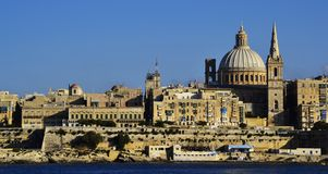 Entlang den Kosten von La Valletta kreuzen, Malta stockfotografie