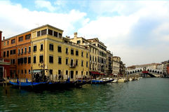Entlang den Straßen von Venedig stockfotografie