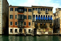 Entlang den Straßen von Venedig Stockfotos