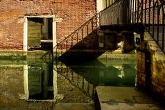 Entlang den Straßen von Venedig stockbilder
