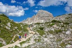 Entlang der Weg Tre Cime di Laveredo-Spur drei der berühmtesten Spitzen der Dolomit, in Sesto Dolomites, Italien lizenzfreie stockbilder