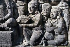 Entlastung schnitzt Stein im Borobudur Tempel. Stockfotografie