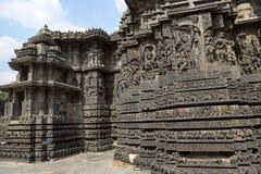Entlastungen auf der äußeren Wand Hoysalesvara-Tempel, Halebid Stockfoto