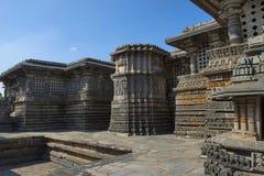 Entlastungen auf der äußeren Wand Hoysalesvara-Tempel, Halebid Stockbild