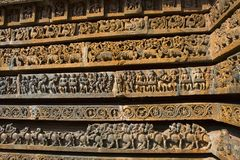 Entlastungen auf der äußeren Wand Hoysalesvara-Tempel, Halebid, Lizenzfreie Stockfotos