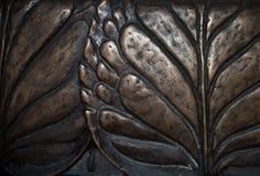 Entlastungshintergrund der großen Blattnahaufnahme makro dunkler Bronzemetall Lizenzfreie Stockfotografie