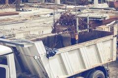 Entleerung von Bündeln winkligen Rebar 3 Stockfotografie