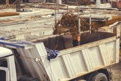 Entleerung von Bündeln winkligen Rebar 5 Stockfoto
